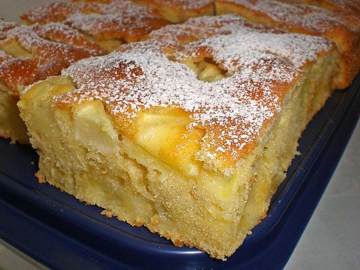 Zutaten 250 g Margarine 250 g Zucker 5 Ei(er) 1 Pck. Vanillinzucker 350 g Mehl 1 Pck. Backpulver 3 große Äpfel oder 4-5 kleinere Fett für das Blech Zubereitung Arbeitszeit: ca. 20 Min. /...