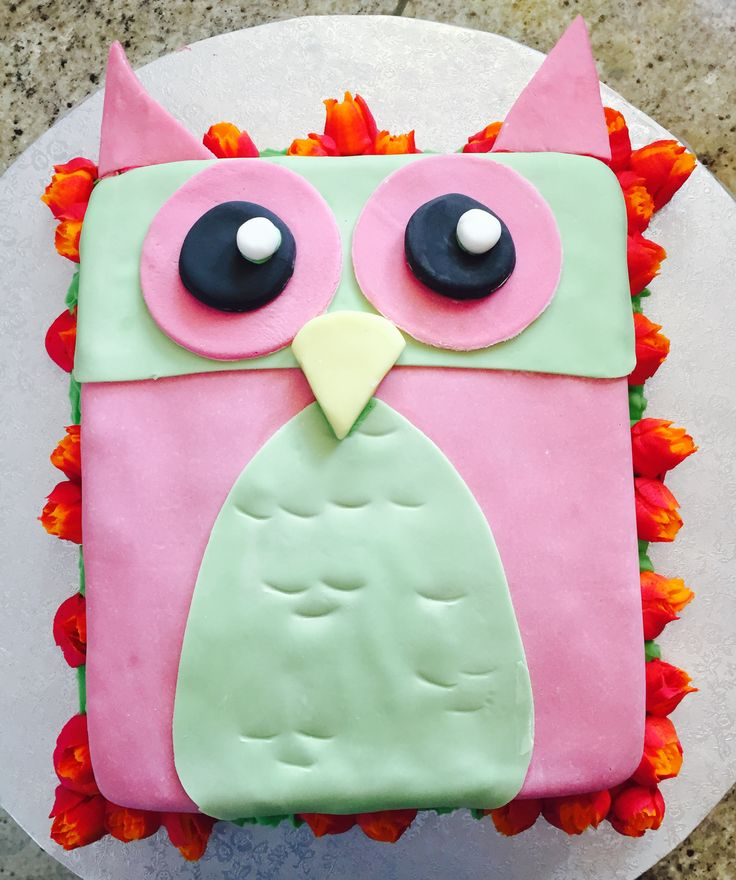 Cookie and cream owl cake