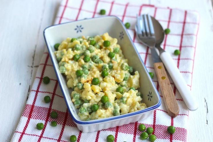 We hadden we eens zin in iets anders en dat resulteerde in deze bloemkoolsalade met onder andere ei en doperwtjes. Eet smakelijk!