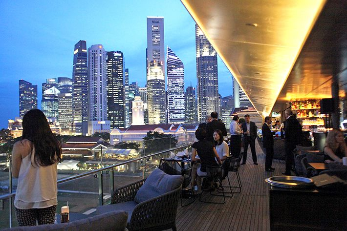 25 Rooftop Bars In Singapore With The Best Views Of The City