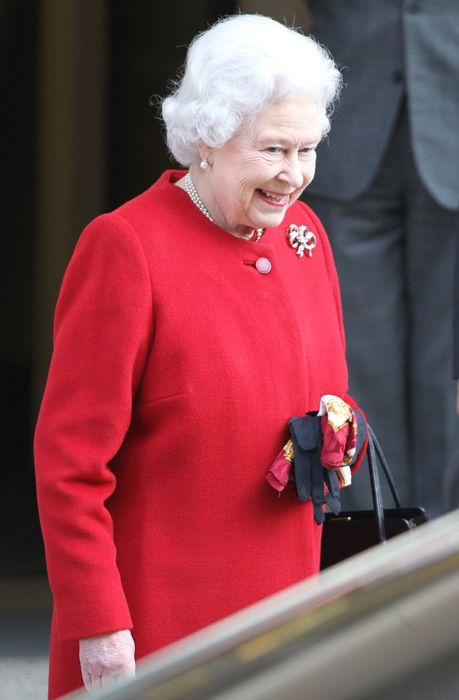 The Queen has left the hospital after spending a night hospitalised - Photo 1 | Celebrity news in hellomagazine.com