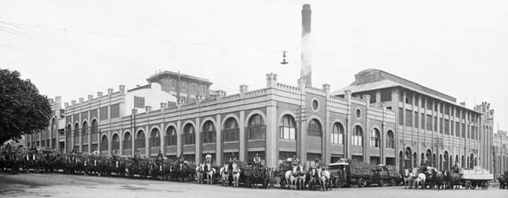 Melbourne's Victoria Brewery in Victoria Parade with the faithful horse teams. 1886