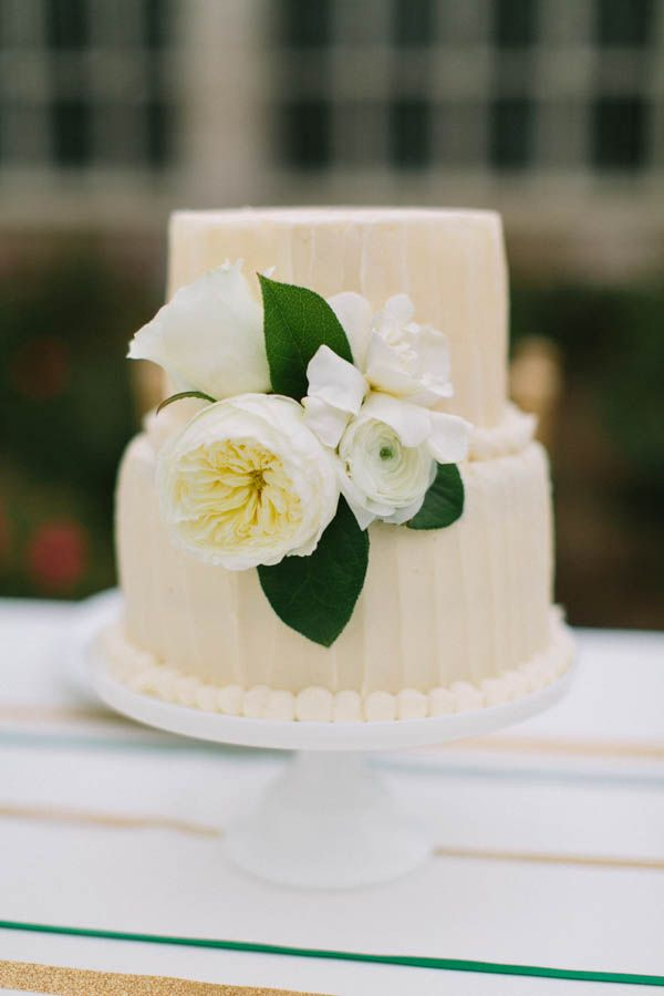 Ivory Wedding Cake With Combed Icing | photography by http://www.elisabethcarol.com/