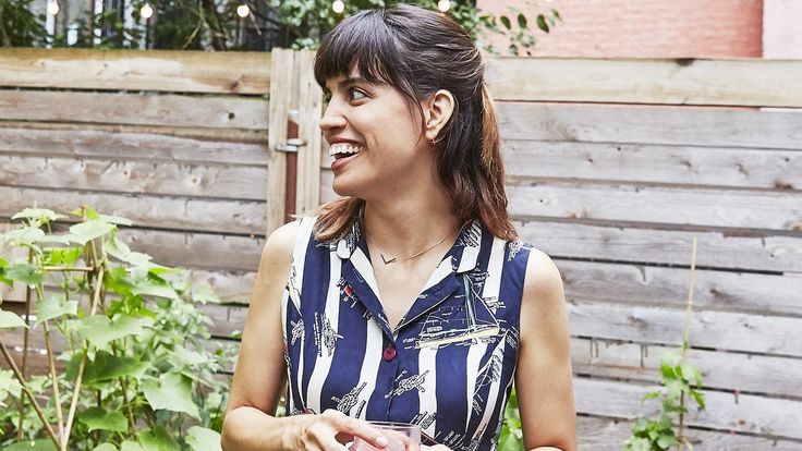 Battle of the Sexes Actress Natalie Morales Is Queer Vegetarian Cuban and Proud / @239er