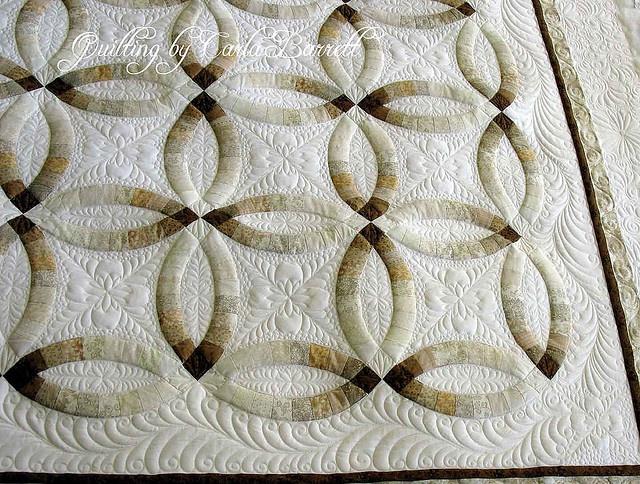 Superb Stunning beige and white wedding ring quilt