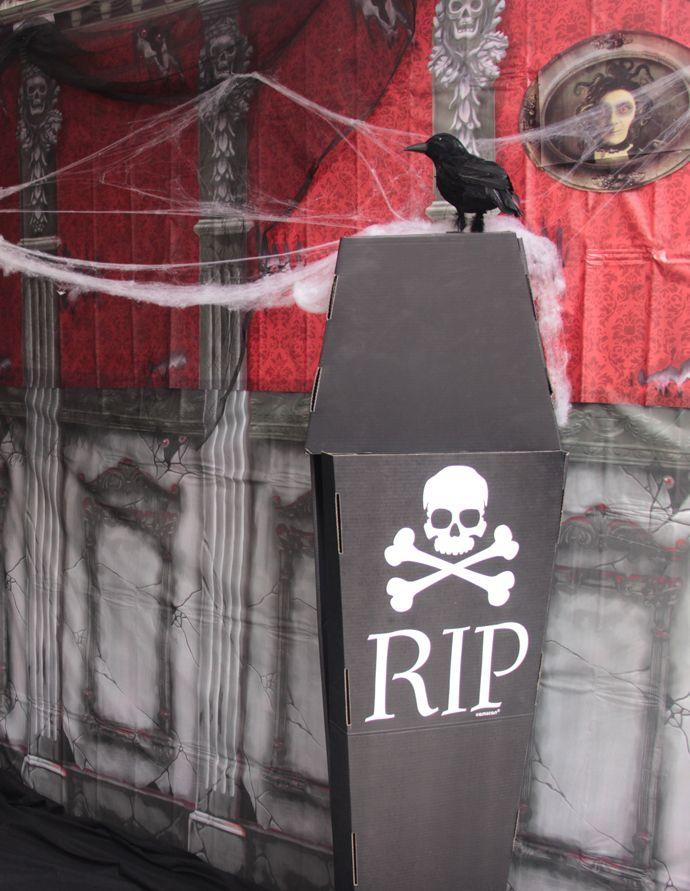A Halloween scene setter, a cardboard coffin and some spooky spiderwebs are all you need to set up a scary haunted house photo booth! A fun Halloween party idea that will give you the opportunity to take lots of spooky photos!
