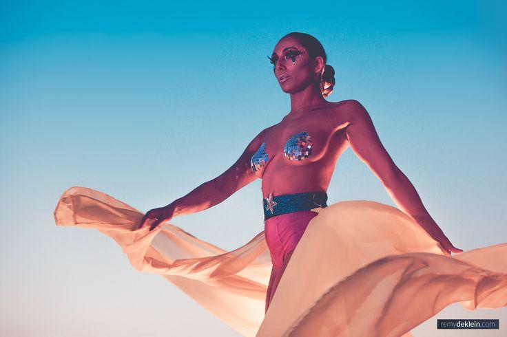 Topless dancer against blue sky  #festival #festivalphotography #remydeklein #dancer #toplessdancer #exoticdancer
