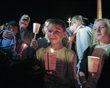 Un niño llora durante una vigilia en honor a la niña Autumn Pasquale, de 12 años, el 22 de octubre de 2012, en Clayton, Nueva Jersey, quien desapareció ese fin de semana. El cuerpo de la menor fue encontrado poco después en un contenedor de basura apenas a algunas calles de su casa. AP Photo/Joseph Kaczmarek