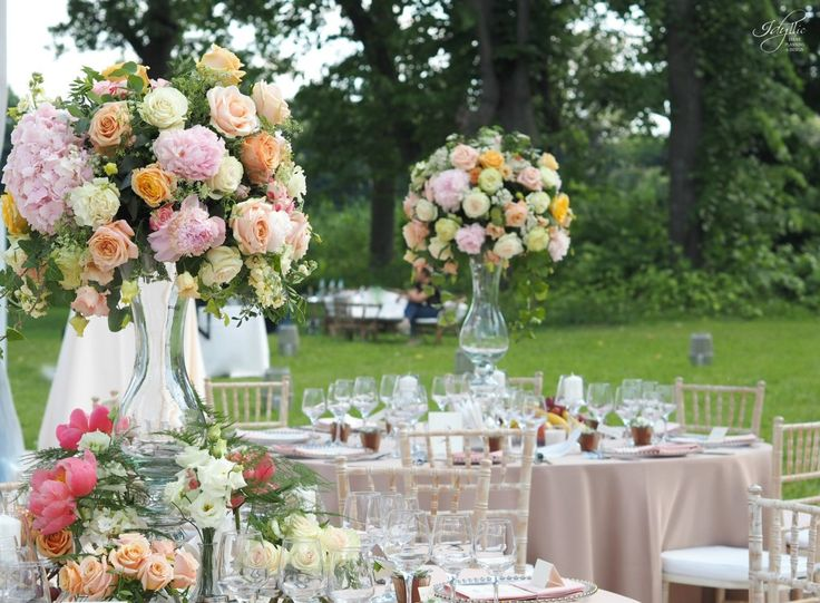 organizare nunta | aranjamente florale | organizare si decor by Idyllic Events | Palatul Mogosoaia #wedding  #romania #florist #eventplanning #eventdesign