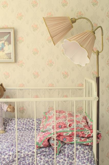 Love the random fabrics - Helmen talo