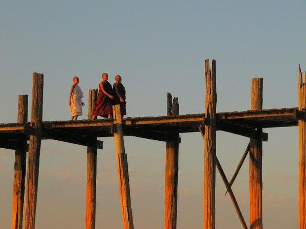Le pont en teck d'U Bein, près d'Amarapura, en Birmanie.