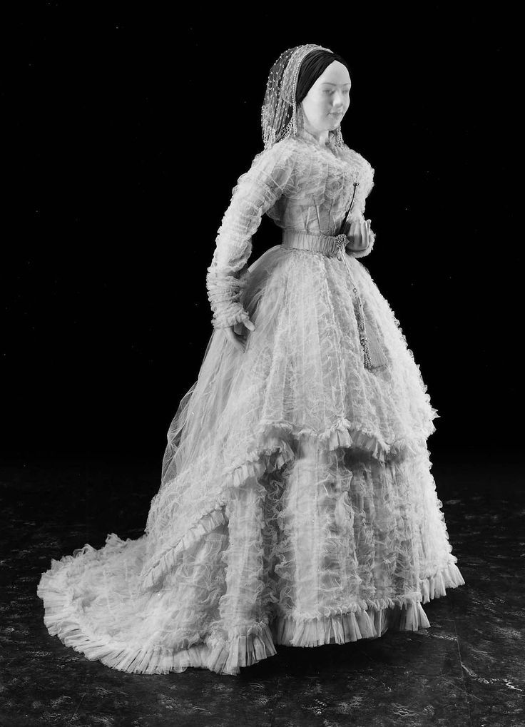 Superb  wedding dress made by Hogg Brown and Taylor us American Via Museum