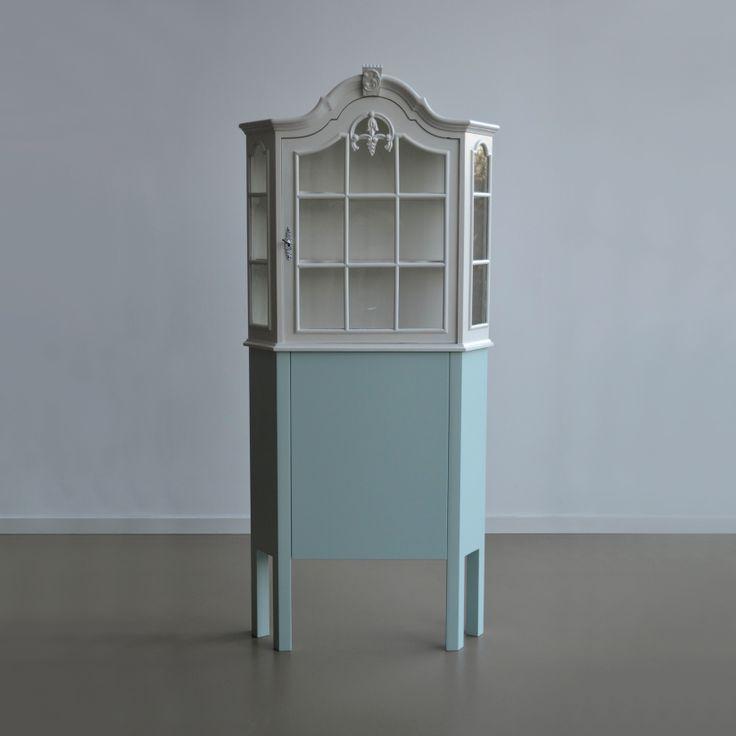 Oude #kasten met een nieuw #design. Naast gave kasten vind je bij OUD NOW! ook salontafels en bijzettafels.