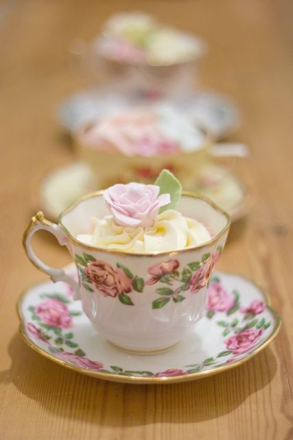 Teacup Cupcake display - Teacupcakes! So elegant and cute! I can't get enough of it X)