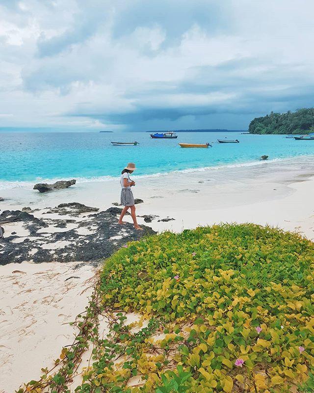 Waktu Berkunjung Ke Pulau Asu Kemarin Memang Cuaca Kurang Begitu Bagus Musim Hujan Sudah Dimulai Di Beberapa Tempat Di Indonesia Pulau Pemandangan Indonesia