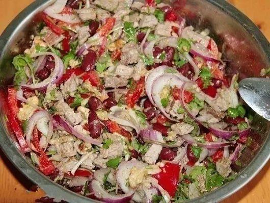 Вкусный салат с фасолью | Школа шеф-повара