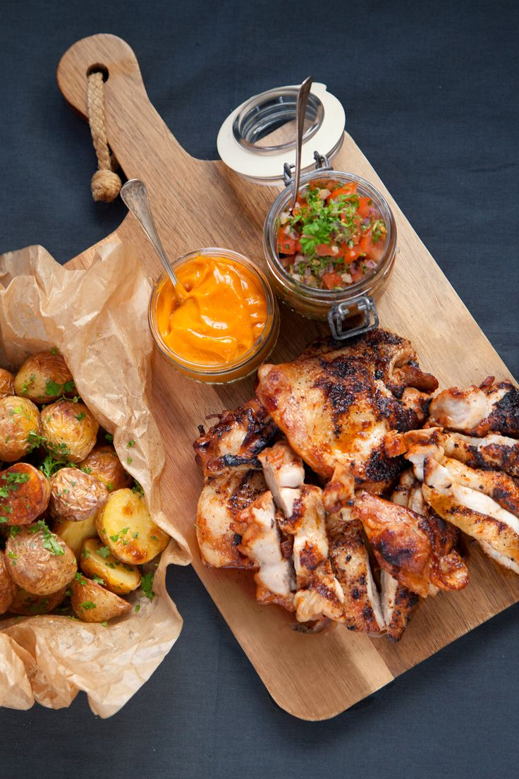 Kycklingsteak är en urbenad klubba med skinn som passar utmärkt att steka eller grilla. den blir otroligt saftig! Kycklingen kan med fördel läggas in i marinaden en dag i förväg. Förvara väl plastad i kylen. #middag #recept #kyckling #majonnäs #chicken
