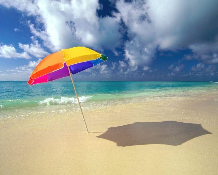 Protégete del sol con esta sombrilla multicolor, como el arcoiris
