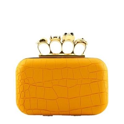 Bolsa Clutch Anéis de Caveira Mostarda e Dourada Textura Croco Alexander McQueen Inspired | Ligada na Moda