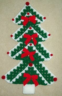 Granny Square Christmas Tree http://hookyarnpattern.blogspot.ca/2008/12/granny-square-christmas-tree.html