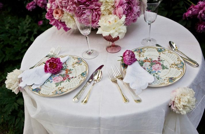 Vintage Wedding Romance Table Setting