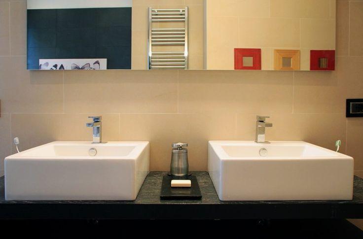 Italian Bathrooms #9: addio a due bagni lunghi e stretti anni '70