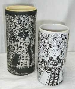 "Black background ""Romantische Keramik"" 11.5 cm"