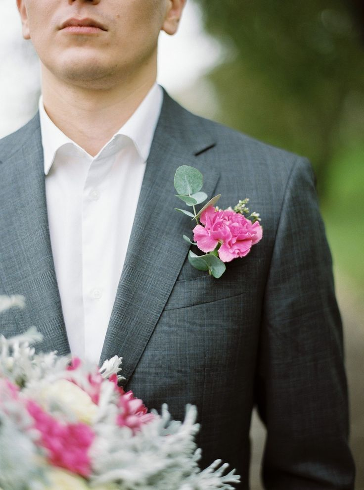 жених, свадебная прогулка, свадебная фотосессия, букет невесты, букет, свадьба, идея для свадьбы, wedding, фотосессия на природе , фотопрогулка, костюм жениха, плёночная фотография, fine art, contax 645, fuji 400h,  www.alesiashapran.ru