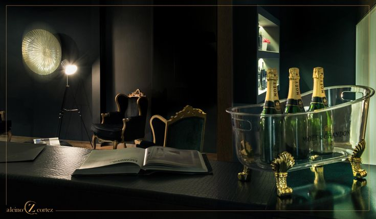 The Alcino Cortez Atelier is synonymous with luxury and comfort. A remarkable Atelier, characterized by sophistication and beauty. It combines art and harmony, resulting in a truly unique space. #alcinocortezhairstylist