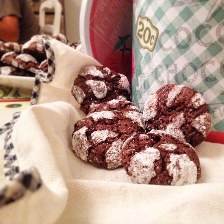 biscotti al cioccolato  #biscotti #biscuits #cioccolato #chocoalte #cookie #italia #italianfood #food #italy #ricetta #recipe ricetta: https://www.facebook.com/Misspetitefraise14/photos/pb.601604459979638.-2207520000.1444671359./601793079960776/?type=3&theater