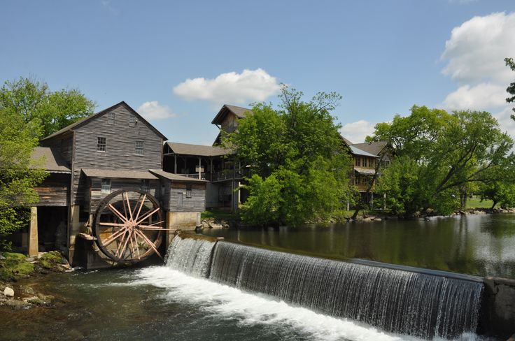 64 best gatlinburg and pigeon forge beauty images on for Privately owned cabins in the smoky mountains