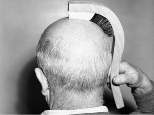 Dieses seltsame Ding wirft eine Menge Fragen auf. Aber derjenige, der sich diese Bürste ausgedacht hat, war davon überzeugt, dass Glatzköpfe ohne sie nicht zurecht kommen.
