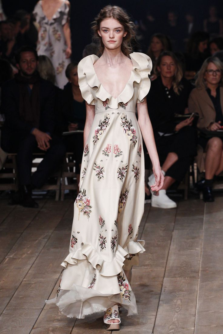 Alexander McQueen Spring 2016 Ready-to-Wear Fashion Show - Willow Hand (OUI)