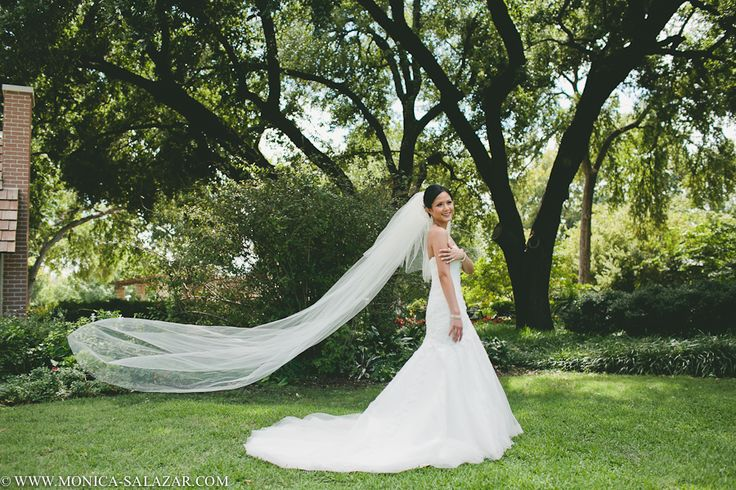 Dallas bridal portraits, Dallas Arboretum, bridals, bridal session, outdoor, gardens, flowers, modern, traditional, elegant, timeless, bridal photos, photos of the bride, http://www.monica-salazar.com