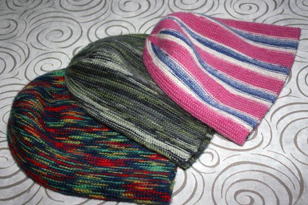 Это не обман. Эти шапки действительно связаны крючком, а не спицами. И этот он-лайн создан для того, чтобы познакомить вас с техникой вязания таких шапок.https://img-fotki.yandex.ru/get/15541/12405345…