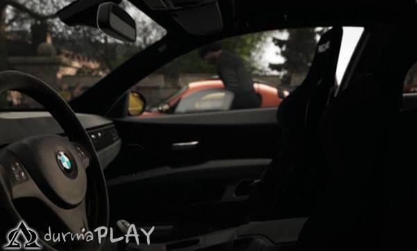 Evoluiton Studios tarafından Playstation 4 konsolu için özel olarak hazırlanan ve açıklanan bilgilere göre 8 Ekim tarihinde perakende ve dijital olarak satışa sunulacak Drive Club, gelmiş geçmiş en üst düzey yarış oyunu olma iddiasını halen büyük bir kararlılıkla sürdürmekte  PS 4'ün sahip olduğu üstün donanım gücünden faydalanarak kullanıcılarına gerçeğe en yakın görüntü tecrübesini sunmaya çalışacak olan Drive Club'ın