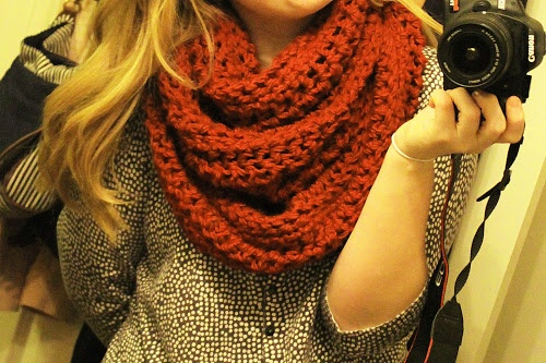 Crochet a Big CHUNKY Red infinity/loop/circle scarf. Awesome huge warm scarf. Free pattern/instructions. Perfect for this winter weather!