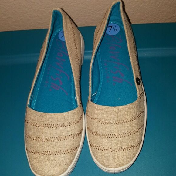 Like new blowfish shoes. Like new blowfish shoes! In great condition ! Extremely comfy has padding! Blowfish Shoes Flats & Loafers