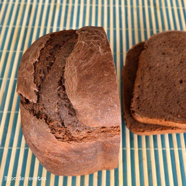 Este es un pan dulce de chocolate  ideal para hacerlo en panificadora, el de hoy es de 500 gramos y lo hice en la panificadora Unold ...