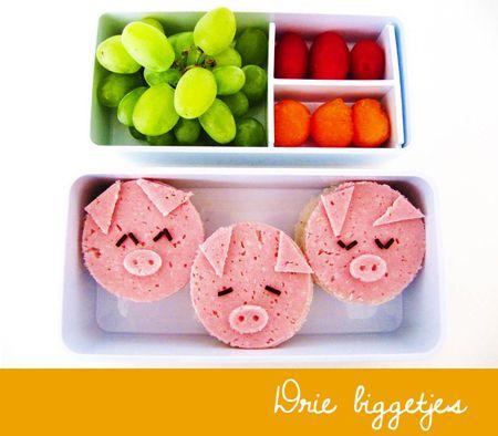 De drie biggetjes trekken de wereld in en vandaag gaan ze mee naar school!  Wat heb je nodig?        boterhammen     roze kokosbrood     boter     poedersuiker     hagelslag    Keukenspullen:        glas     mesje of schaar
