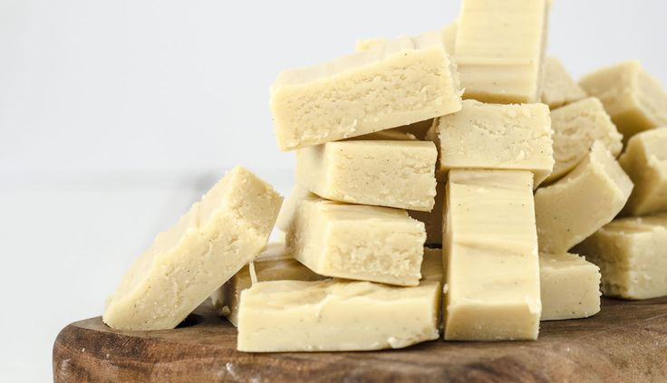 Creamy, smooth, sweet, buttery vanilla fudge, this is so easy to make and the perfect thing for an after-dinner treat! The Vanilla Bean paste makes it that little bit fancy.