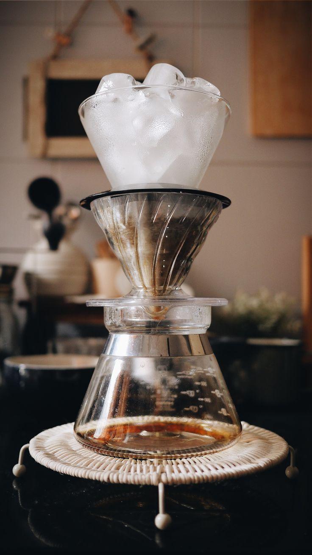 Ice drip coffee. Top chamber: Kalita Wave dripper / Middle chamber: Hario V60 dripper / Hario 01 Server  #icedrip #coffee #DIY