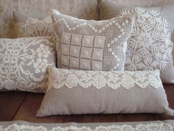 Linen Pillow with Vintage Filet Work Doily por greenhousetextiles