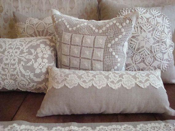 Almohada de lino con tapete de Crochet por greenhousetextiles