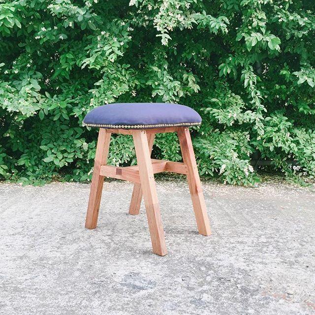 스툴 하나 완성 조인트를 이래저래 써보고 싶어서 만들었는데 끌 연마하기가 쉽지 않다  이빠진 끌을 언제 다 다듬나..#woodworking #stool #chair #woodworker #deadlinestudy #joint #chisel #스툴