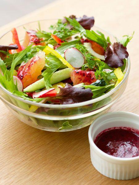 Recipe:ルビーグレープフルーツのサラダ/ガーリックの効いたフランボワーズのサラダはアントシアニンたっぷり