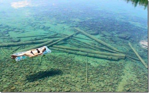 Lago Flathead  Es un lago glaciar localizado en el estado de Montana, Estados Unidos. Sus aguas son tan transparentes que da vértigo bañarse.