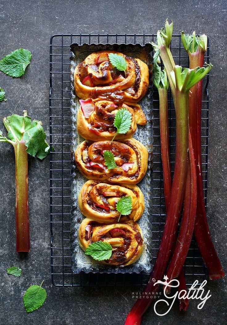 Kulinarne przygody Gatity - przepisy pełne smaku: Drożdżowe ślimaczki z rabarbarem