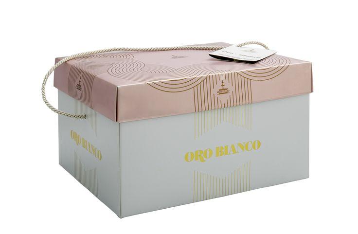 """#Colomba """"Oro Bianco"""" gr 1000 #Fiasconaro Dolce artigianale con crema di mandorle d'Avola da spalmare ricoperto di glassa bianca e fogliame di mandorle. -  #Pasqua 2015."""