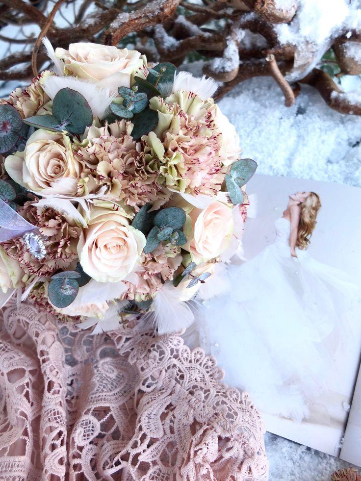 Valg av blomster 🌿 http://www.fleurs.no/jeg-lar-brudebuk…n-sette-foringen